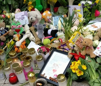 A memorial to a dog who was among those killed in a Stockholm attack quickly grew over the weekend.